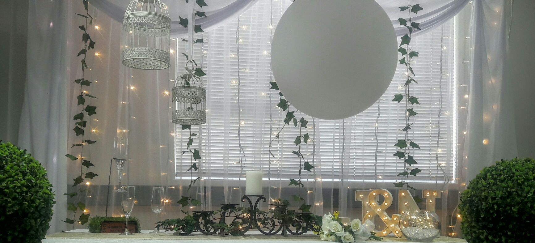 giant balloons for white weddings